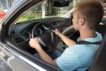 Guida con tacchi o infradito, si può o no?