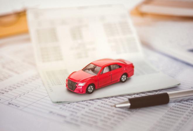 Si può richiedere l'assicurazione auto a rate senza busta paga
