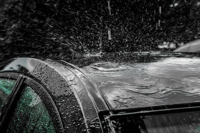 Come funzionano le assicurazioni auto e casa per i danni da maltempo