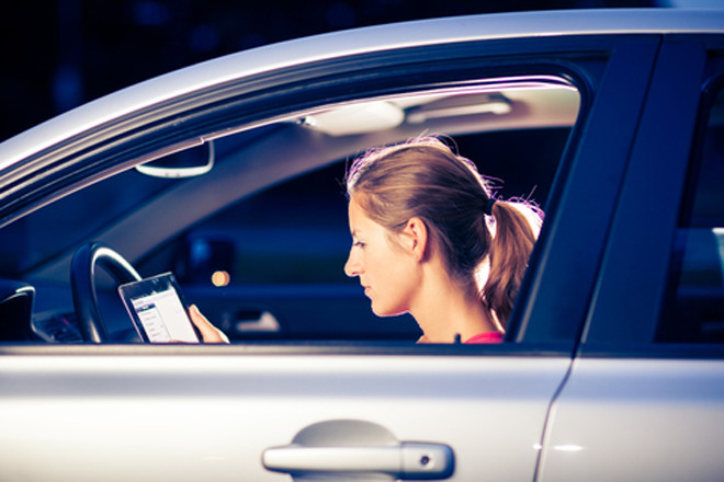 Assicurazione auto: il certificato può essere esibito anche su smartphone e tablet