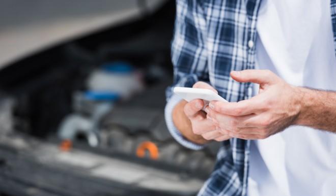 Quasi il 40% delle polizze auto fatta da smartphone