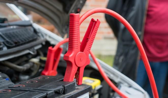 Come proteggere la batteria dell'auto dal freddo e dalle soste prolungate