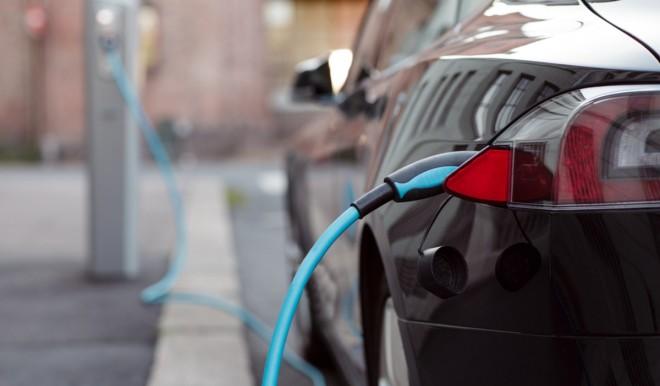 Solo auto elettriche dal 2035: la richiesta di 27 grandi aziende