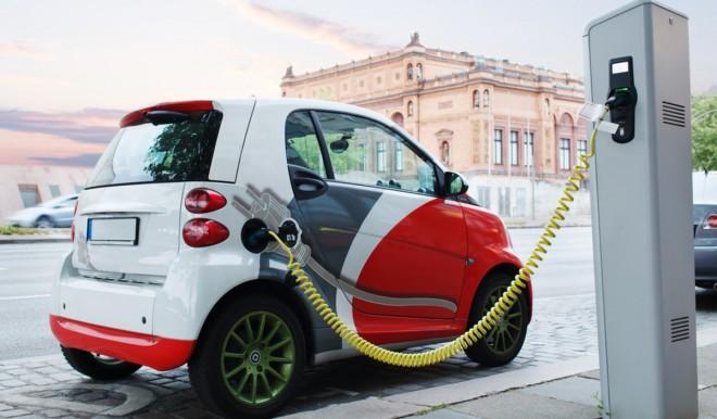 L'UE vieta la vendita di auto con motori a benzina e diesel dal 2035 in poi