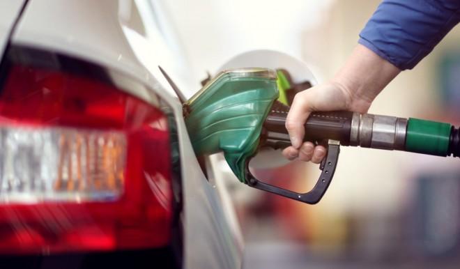 Benzina: il prezzo sale ancora: mai così alto dal 2014