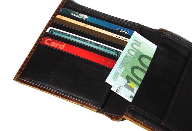 In aumento le transazioni con carte di credito, ma cala il numero di utilizzatori