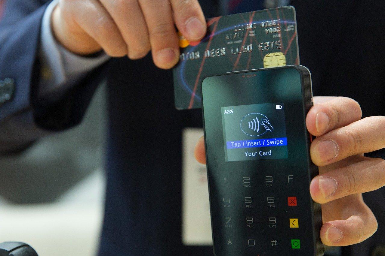 Pagamenti contactless: il limite raddoppia e arriva a 50 euro