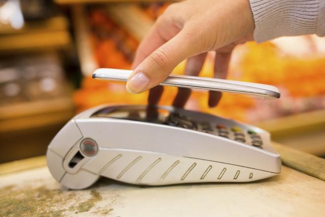 """Italiani più """"mobile"""" anche per acquisti e pagamenti"""
