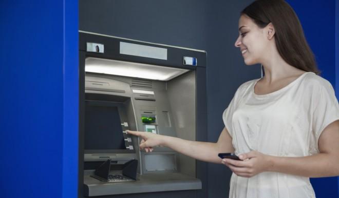 Sempre più italiani cercano online filiali e bancomat