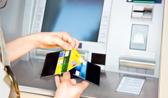 Evasione fiscale: l'Agenzia delle entrate tiene d'occhio anche i nostri prelievi Bancomat