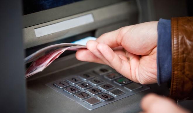 Bancomat: sarà possibile prelevare denaro in contanti anche nei negozi