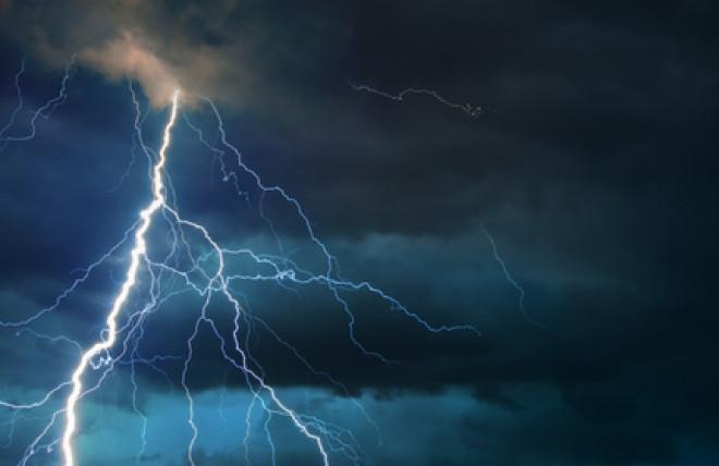 Interruzione elettricità: come funziona il risarcimento per maltempo