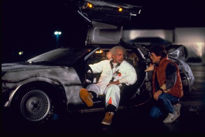 La Delorean di Ritorno al futuro e la Aston Martin di 007: ecco le auto che gli italiani sognano di guidare