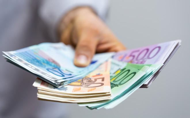 1 italiano su 2 non è ancora pronto a dire addio ai contanti