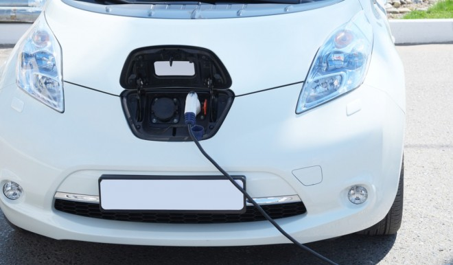 Ricarica mobile auto elettriche: a che punto è l'Italia?