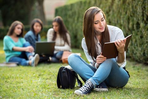 Prestiti e bandi per studi all'estero: le opportunità