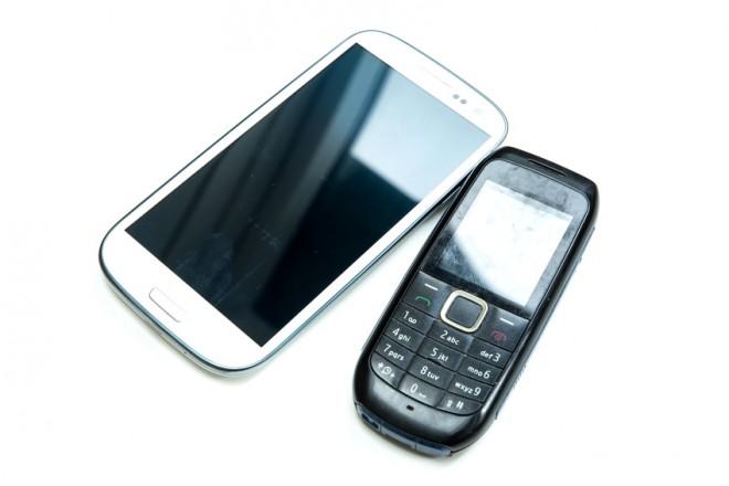 Cellulari: il 33% degli italiani spende meno di dieci euro al mese