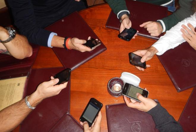 Andamento offerte telefonia mobile: report AGCOM