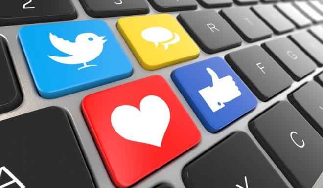 Sette italiani su 10 attivi sui social: in aumento sul 2020