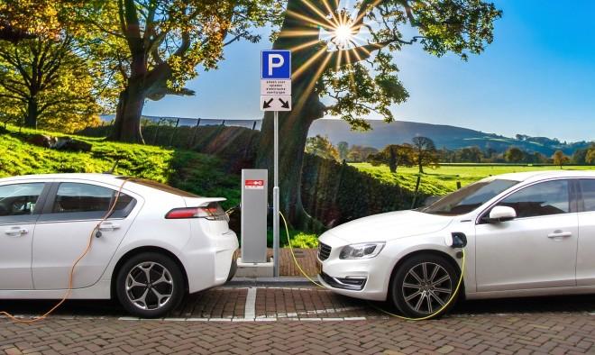 Auto elettriche: in futuro le faranno i big degli smartphone?