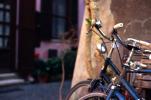 Mobilità, cresce l'attenzione delle città per bici e moto