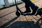 Monopattini elettrici, gli italiani vogliono un'assicurazione
