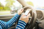 19 milioni di automobilisti italiani hanno commesso infrazioni nello scorso anno: limiti di velocità, uso del cellulare e mancata distanza le più comuni.