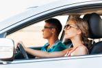 Auto: uomini e donne al volante, ancora grande la distanza