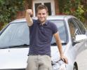 Gli italiani comprano la prima auto a 22 anni