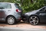 Danni ad auto in sosta: 1 automobilista su 6 scappa se non c'è il proprietario