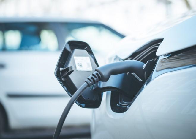 Colonnine per auto elettriche, quanto costa comprarne una? E che agevolazioni ci sono?
