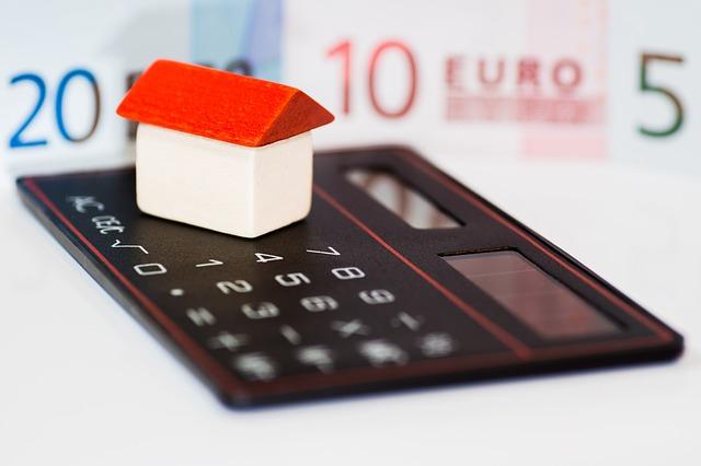 Riduzione anche nell'erogazione di mutui